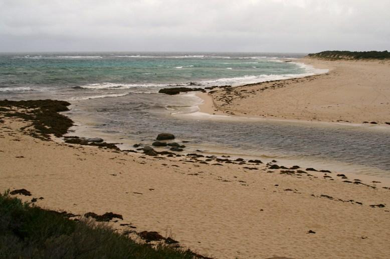 Rio Margaret desaguando no mar.