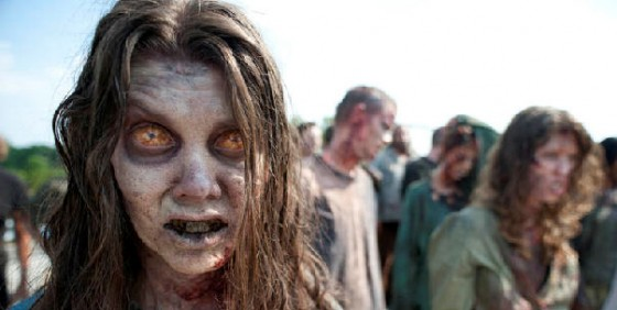 1857d_The-Walking-Dead-Season-2-zombie-woman-WIDE-560x282